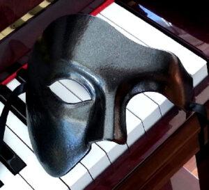 Eclipse Black Phantom Mask in Black Metallic Black