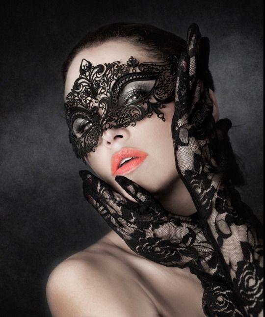 Fleur Masquerade Mask Black
